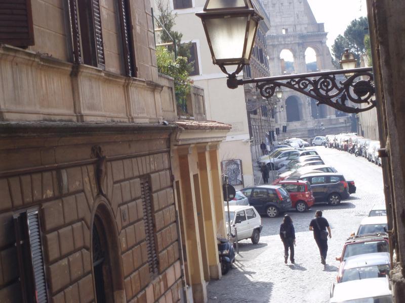 our street - L'EDERA AL COLOSSEO - ROME HISTORIC CITY CENTER - Rome - rentals