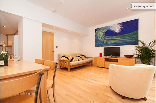 Walk to Buckingham Palace and River Thames, 2 bed, 2 bath - Image 1 - London - rentals