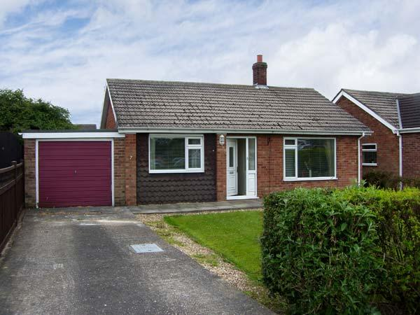 SUNNYSIDE COTTAGE open fire, pet friendly, near to coast in Hogsthorpe Ref 17833 - Image 1 - Chapel St. Leonards - rentals