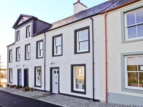 THISTLE COTTAGE, comfy welcoming cottage, enclosed garden, touring base, Cumnock Ref 18058 - Image 1 - Cumnock - rentals