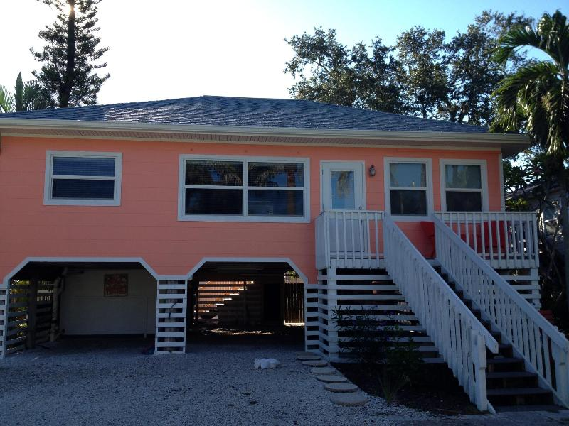 THE COCONUT COTTAGE - COCONUT COTTAGE ! Booking April NOW - Fort Myers Beach - rentals