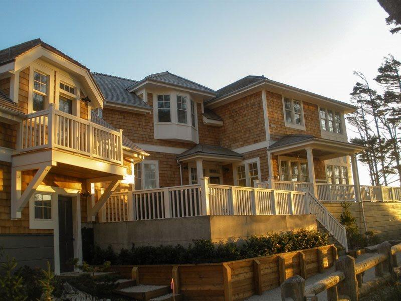 Beach Bluff - Beach Bluff with carriage house - Oceanfront - Pacific Beach - rentals