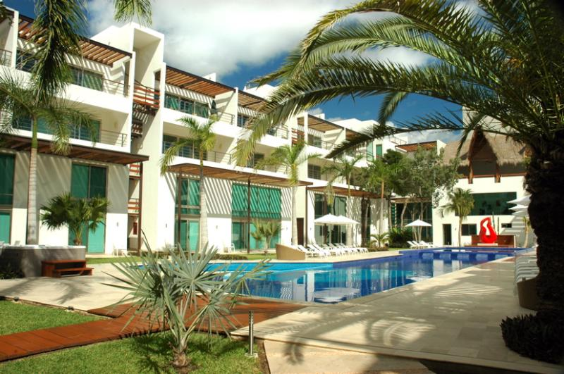 Z2 Ave Luxury Condo 6ppl -  Stunning Pool & Hot tub - Image 1 - Playa del Carmen - rentals