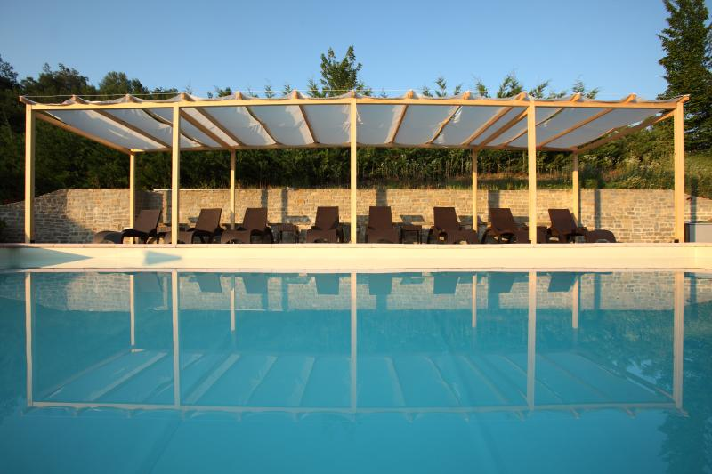 Swimming Pool and Lounge Area - 17th C. Luxuriously Restored 7 Bedroom Villa near Barolo in the Langhe, Italy - Alba - rentals