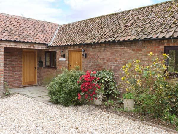 MANOR BARN spacious ground floor cottage, woodburner, WiFi, beautiful countryside in Horncastle Ref 11494 - Image 1 - Horncastle - rentals
