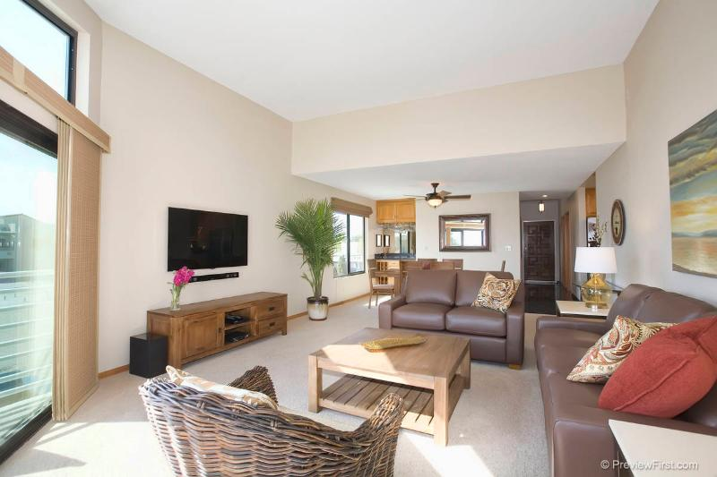Waterfront, Luxurious Condo! - Image 1 - Mission Beach - rentals