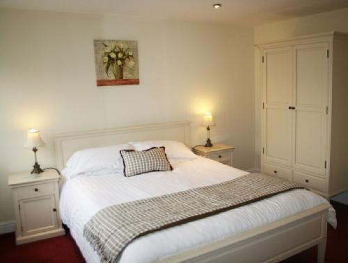MARINA APARTMENT, 1 bedroom, Carnforth, Lancashire Cumbria border - Image 1 - Carnforth - rentals