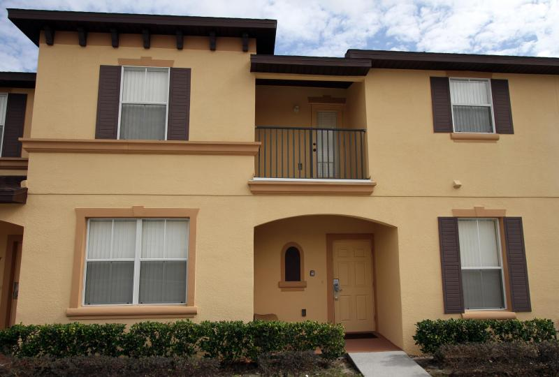 Mid-Terrace home - Town Home - 3 bedrooms. New pool & Clubhouse - Kissimmee - rentals