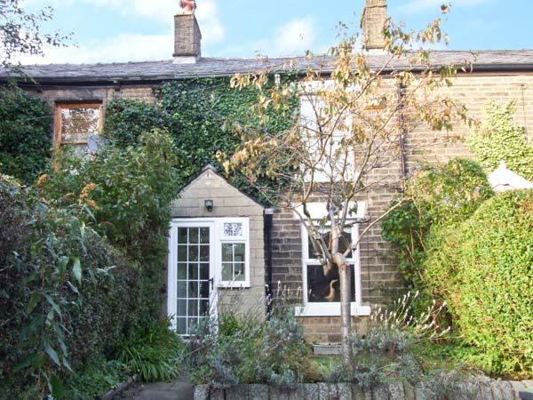 LAVENDER COTTAGE, woodburner, country views, walks from door, in Hayfield Ref 12290 - Image 1 - Hayfield - rentals