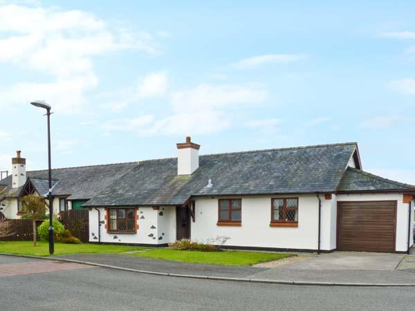 Y BEUDY detached bungalow, enclosed garden, pet-friendly, beach and forest close by, in Newborough, Ref 18613 - Image 1 - Newborough - rentals