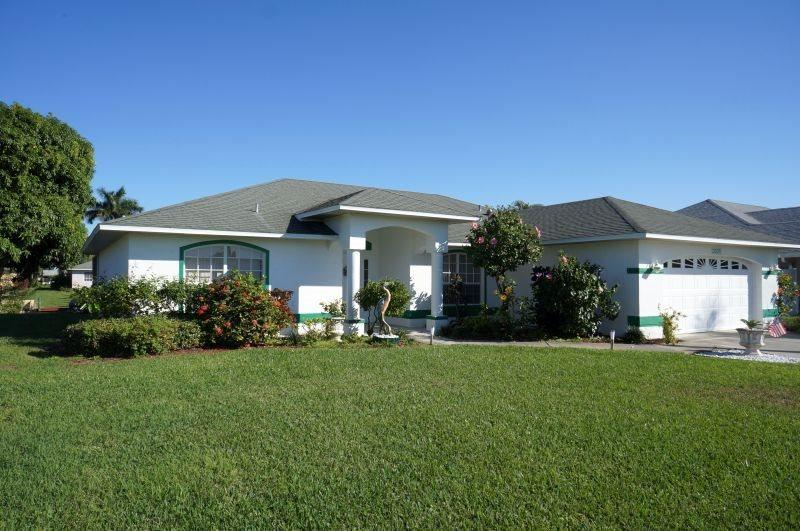 Rebecca - SE Cape Coral 3b/2ba Solar Heated Pool, Gulf Access Canal, Close to the River and Shopping, - Image 1 - Cape Coral - rentals