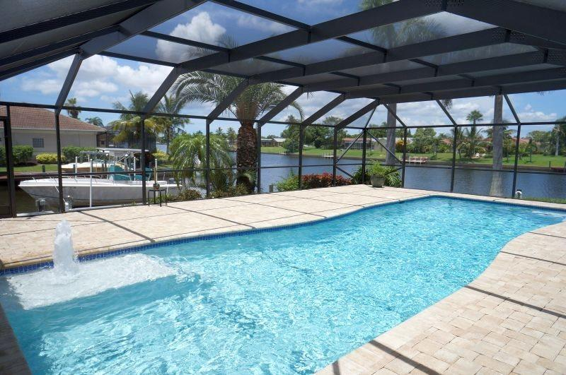 Casa DeLo - SE Cape Coral 3b/2ba/Den, Oversized 40ft long Elect Heated Pool, Gulf Access Wide Intersection Canal, HSW Internet - Image 1 - Cape Coral - rentals