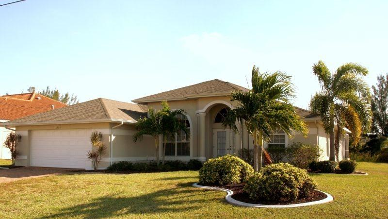 Villa Coral Reef - SW Cape Coral Pool Home 4b/2ba Electric Heated Pool & Spa, on Gulf Access Canal HSW Internet - Image 1 - Cape Coral - rentals