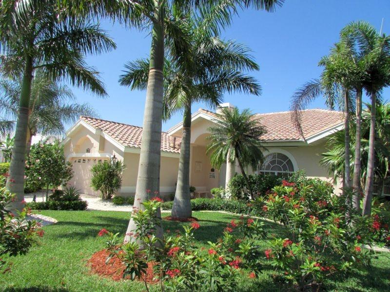 Villa Lady Jane - SE Cape Coral, 3b/2ba Pool Home, Gulf Access, Electric and solar heated Pool & Spa, Boat Dock w.Lift, Bicycles, - Image 1 - Cape Coral - rentals