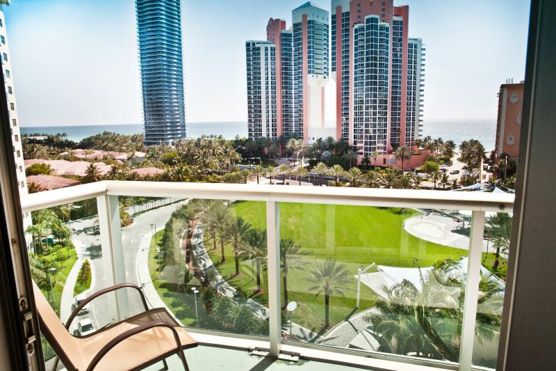 Amazing Ocean View from Balcony ! - Standard 1 Bedroom King Suite Ocean View OR907 ! - Sunny Isles Beach - rentals