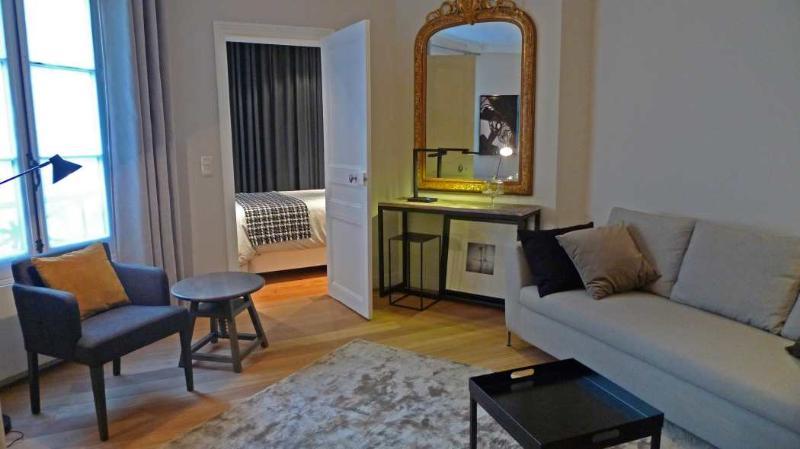 The living room - 907 One bedroom Design  Paris Opera district - Paris - rentals