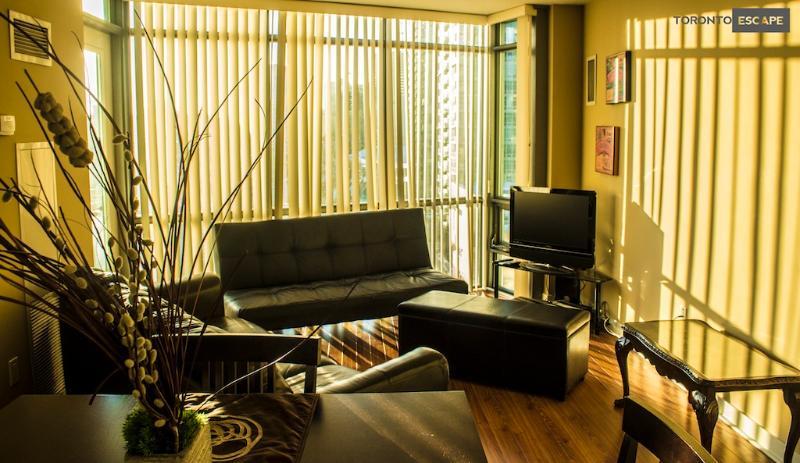 Topaz Suite - 3bd + 2 bath -CNTower,Rogers Ctr,ACC - Image 1 - Toronto - rentals