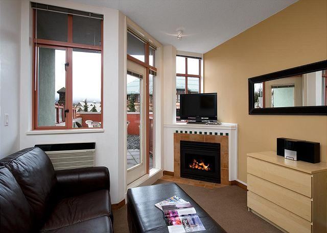 This cozy vacation home has many luxuries including a leather pull out couch, 40 inch TV, I pod dock, large deck and gas fire place - #214 at the Alpenglow, studio with queen bed, kitchen & pool Whistler - Whistler - rentals
