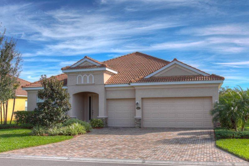 Front of Home - (RS14)  4 Bedroom Traditionally Styled Pool Home With Game Room - Bradenton - rentals