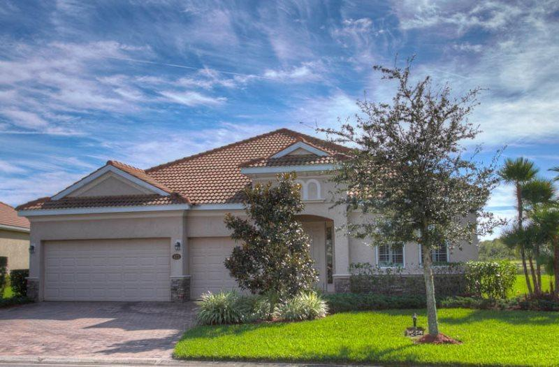 Front of Home - (RS20) 4 Bedroom Pool & Spa Home on Private Lake Within the Prestigious Gated Community of River Strand Golf & Country Club - Bradenton - rentals