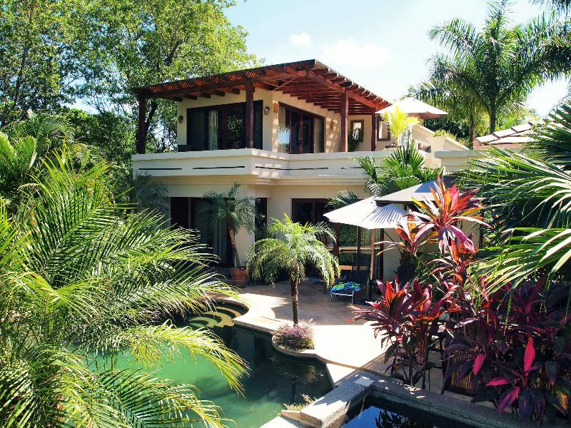 View of the pool, deck and master bedroom balcony - 6 bedroom Luxury Oceanfront Villa in Paradise - Tamarindo - rentals
