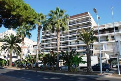 Palais d'Orsay (JH), Excellent 2 Bedroom on the Croissette, Cannes - Image 1 - Cannes - rentals