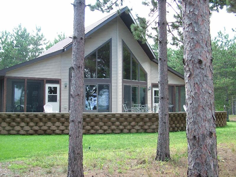 Pine Haven on the Lake, Castle Rock, near WI Dells - Image 1 - Necedah - rentals