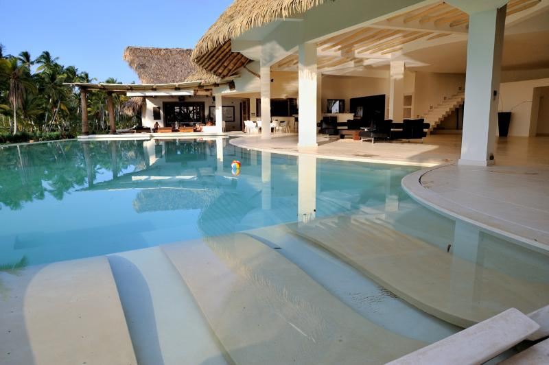 Villa del Mar  Beachfront, 13 bedrooms, 26 sleeps - Image 1 - Las Terrenas - rentals