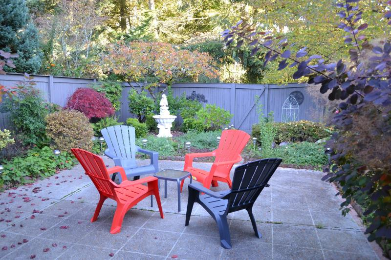 Back Courtyard - BELLEVUE Vacation Rental (sleeps 8) - Bellevue - rentals