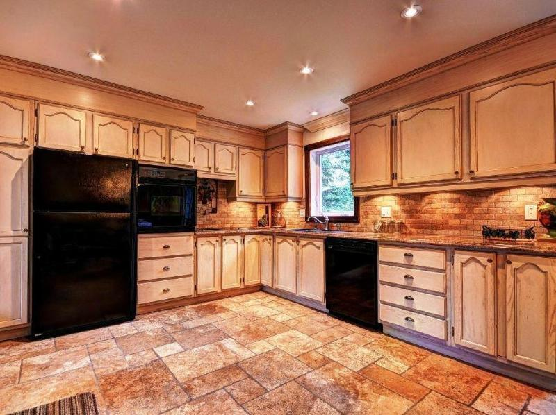 "Kitchen - Deluxe Ski and Relax: 3 bdrm 46"" TV, laptop & WiFi - Mont Tremblant - rentals"