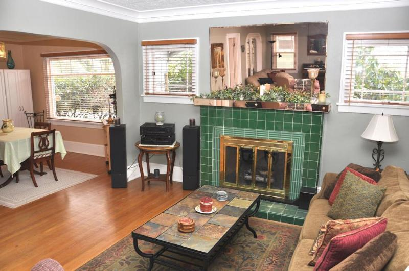 Feel the Warmth of the Wood-Burning Fireplace - Luxury, Comfort, Convenience, and Charm - Portland - rentals