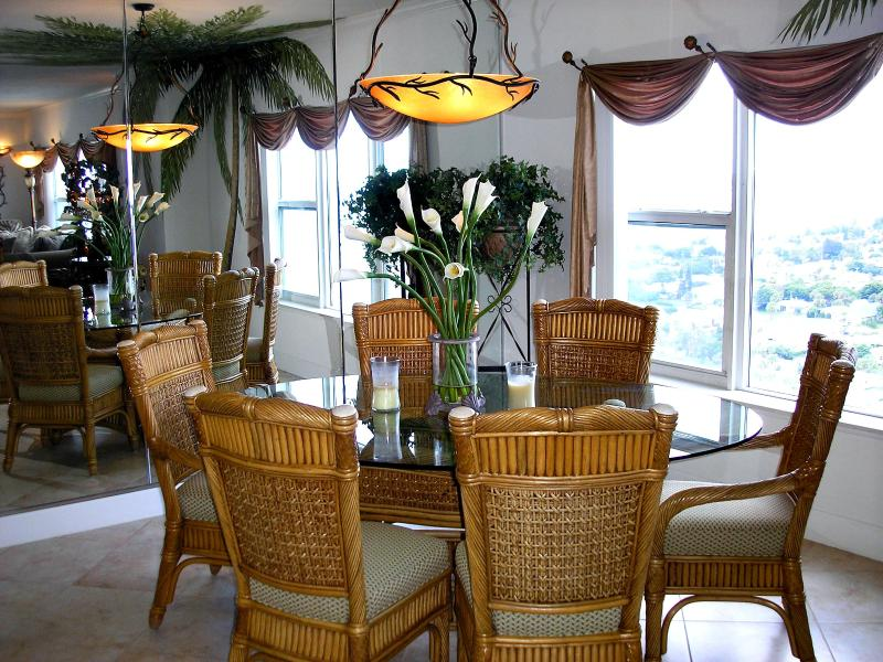 Dining room. - November $pecial - T. Ten #1901- Ocean front - Daytona Beach - rentals