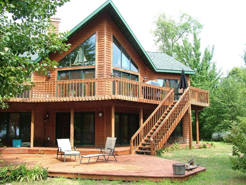 Sunrise Cove on Lake Petenwell, 45 min to WI Dells - Image 1 - Necedah - rentals