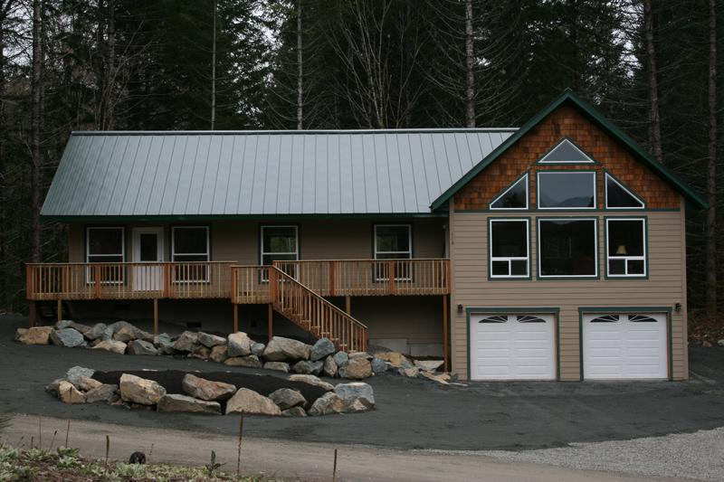 Front view of Rainier View Lodge - 3+ bdrm/2 bath/2,184 sq. ft. w/view of Mt. Ranier - Packwood - rentals