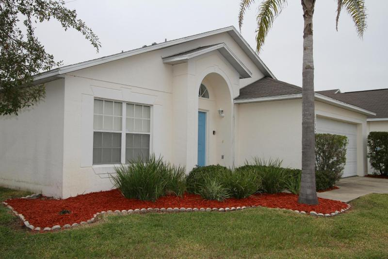 Room for 10 and private pool - Image 1 - Clermont - rentals