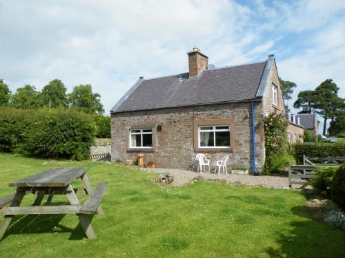 WILD ROSE COTTAGE, Jedburgh, Scottish Borders - Image 1 - Jedburgh - rentals