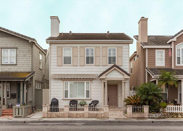 Exterior - Large 2 Story Single Family Home! 1 House from Beach! (68272) - Newport Beach - rentals