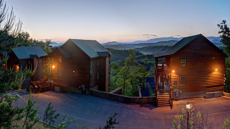 Mountain Top Estate - Luxury Mtn Top Estate~19Br~Elevator/Theater/GmRm - Pigeon Forge - rentals