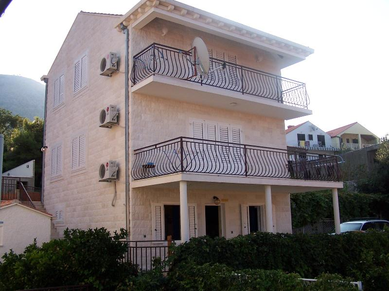 condos, vicinity of Dubrovnik and Sibenik, Croatia - Image 1 - Cavtat - rentals