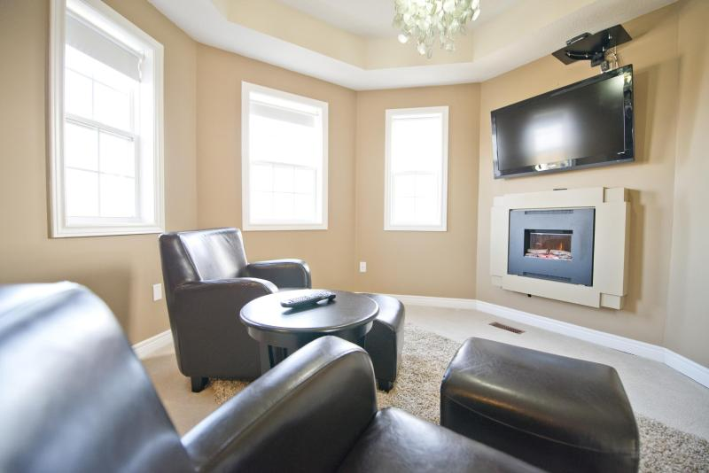 Master Bedroom fireplace and seating area - Niagara on the Green 3 -Weekly Discounts! - Niagara-on-the-Lake - rentals