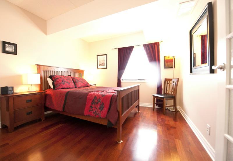Bedroom - Downtown Gem 1 - Niagara Falls - rentals