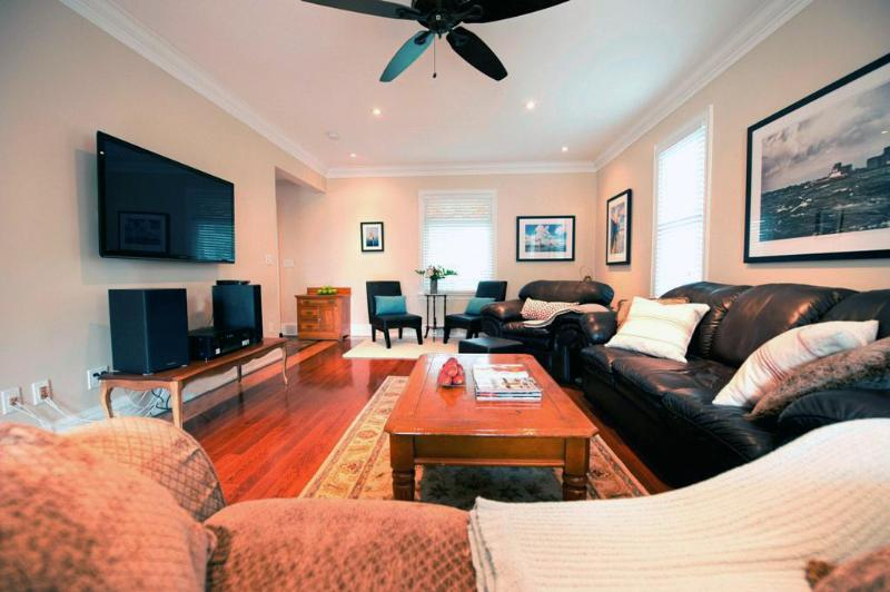 Living Area - Waterfront Retreat - Port Colborne - rentals