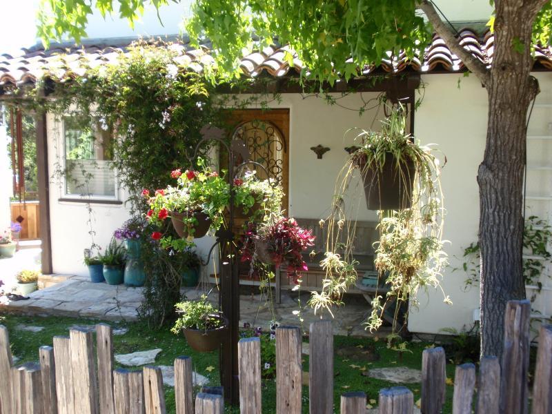 Hummingbird Heaven - Detached Studio Apartment in Carmel - Pet Friendly - Carmel - rentals