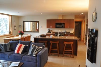 Living Room - Kookaburra Village Center - 303 - Sun Peaks - rentals