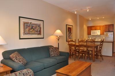 Living Room - Fireside Lodge Village Center - 108 - Sun Peaks - rentals