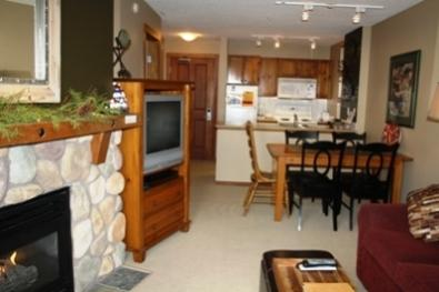 Living Dining area - Fireside Lodge Village Center - 312 - Sun Peaks - rentals
