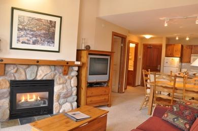 Fireplace - Fireside Lodge Village Center - 419 - Sun Peaks - rentals