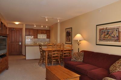 Living Room - Fireside Lodge Village Center - 413 - Sun Peaks - rentals