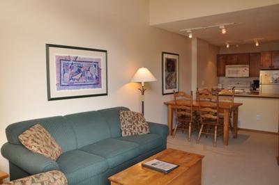 Living Room - Fireside Lodge Village Center - 415 - Sun Peaks - rentals