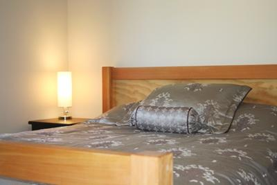 Master Bedroom with Queen Bed - Kookaburra Village Center - 207 - Sun Peaks - rentals